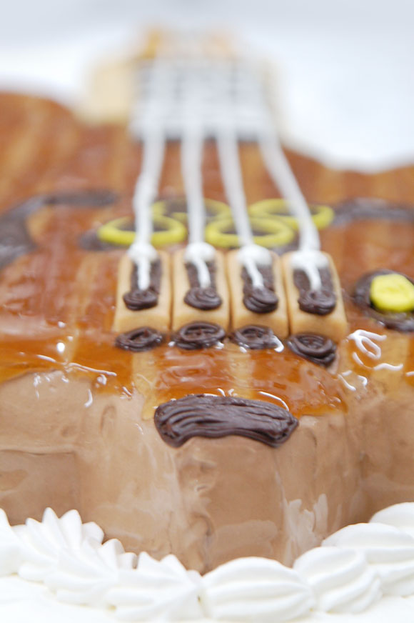 ベースギターのケーキ