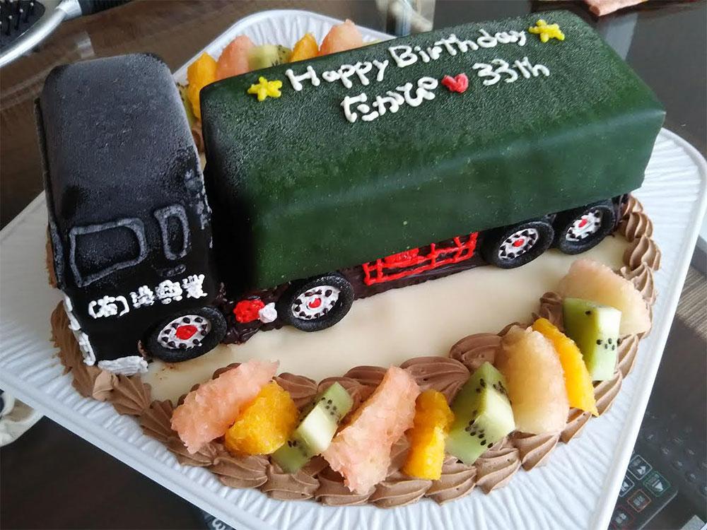 トラックのケーキ