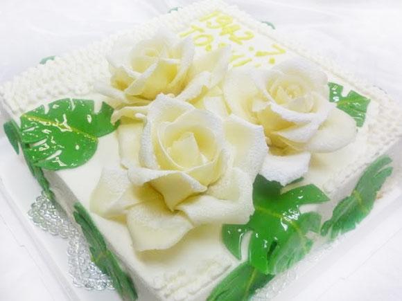 デコレーションケーキ バラ モンステラ