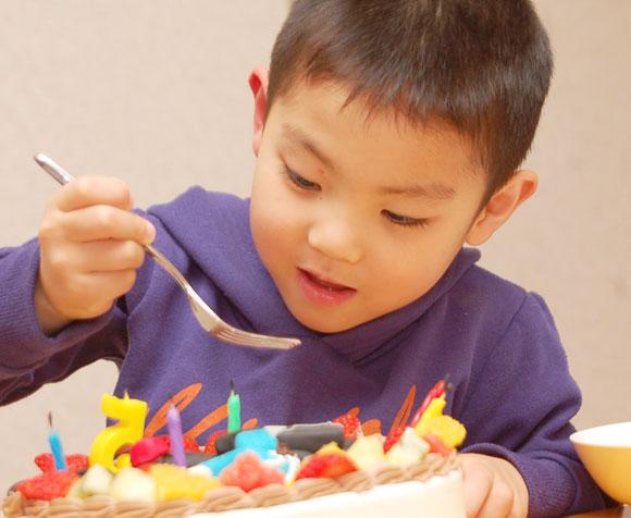 楽しい誕生日ケーキ