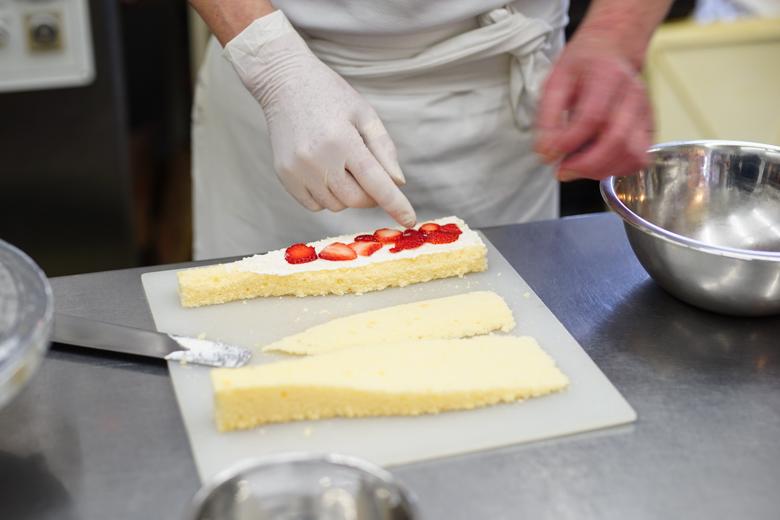 スライスイチゴを並べる
