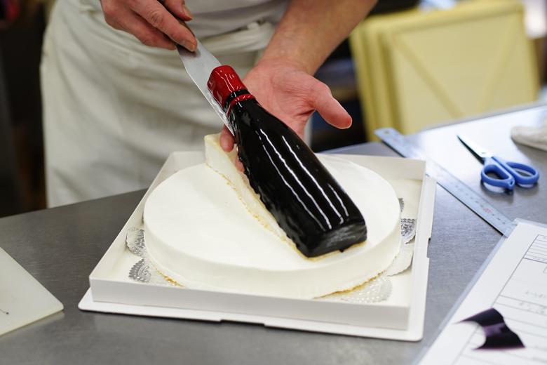 ワインボトルの立体ケーキ