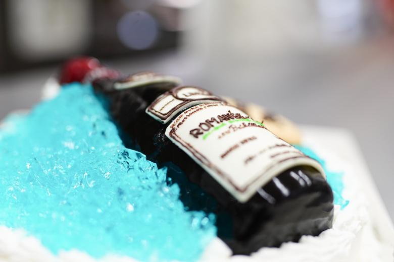 3D超立体ケーキ ロマネコンティ