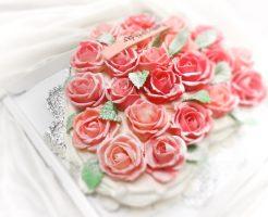 バラのデコレーションケーキ