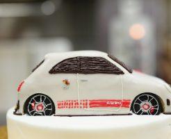 アバルト 車の3Dケーキ