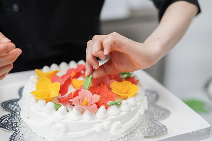 ハイビスカスのケーキ制作風景7