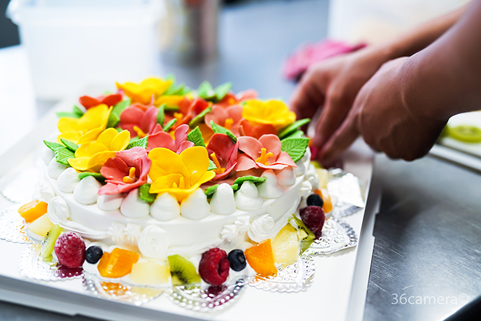 ハイビスカスのケーキ制作風景10