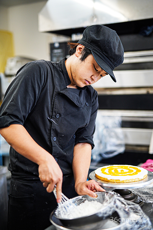 ハイビスカスのケーキ制作風景1